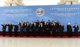 2019年6月14日,俄罗斯总统普京出席上合组织成员国、观察员国领导人及国际组织和上合组织青年委员会负责人比什凯克集体合影仪式。