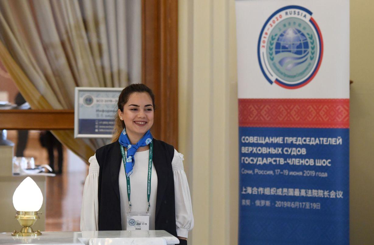 Стойка аккредитации на совещание председателей верховных судов государств-членов ШОС (Шанхайской организации сотрудничества) в Сочи