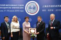 Председатель Верховного суда Киргизии Гульбара Калиева (третья слева) и председатель Верховного Суда РФ Вячеслав Лебедев (второй справа) на совещании председателей верховных судов государств-членов ШОС (Шанхайской организации сотрудничества) в Сочи
