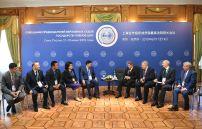 Председатель Верховного суда Республики Казахстан Жакип Асанов (пятый слева) и председатель Верховного Суда РФ Вячеслав Лебедев (четвертый справа) на совещании председателей верховных судов государств-членов ШОС (Шанхайской организации сотрудничества) в Сочи