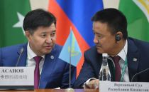 Chief Justice of the Supreme Court of Kazakhstan Zhakip Asanov (left) at the 14th Meeting of Supreme Court Chief Justices of the Shanghai Cooperation Organisation (SCO) Member States