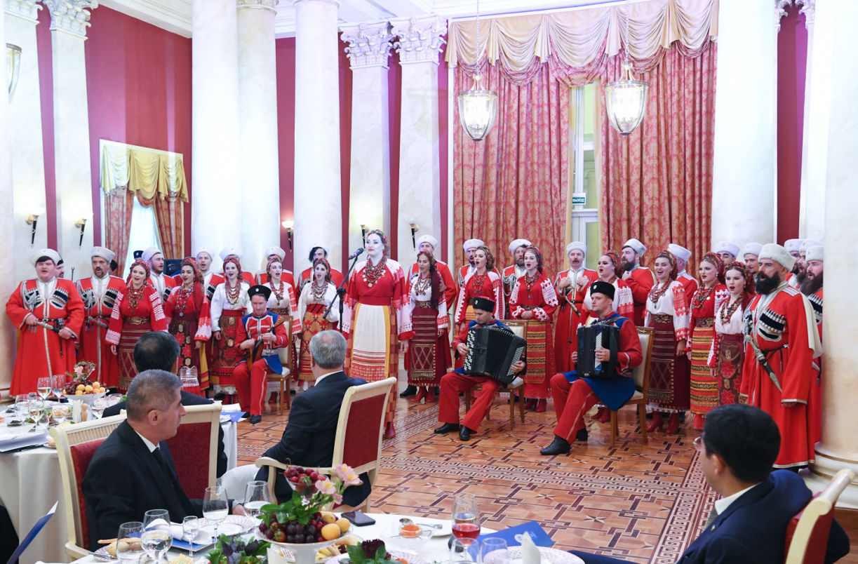 Performers of the Kuban Cossack Choir at the welcoming dinner on behalf of the Supreme Court of Russia held as part of the meeting of Supreme Court Chief Justices of the Shanghai Cooperation Organisation (SCO) in Sochi